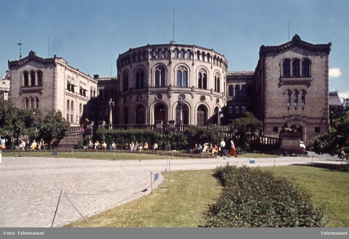 Bilder av Stortinget sommer       Innhold Innpunkt Utpunkt Varighet      Eksteriør bilder av Stortingsbygningen sommer   00:01:00   00:03:42   00:02:42