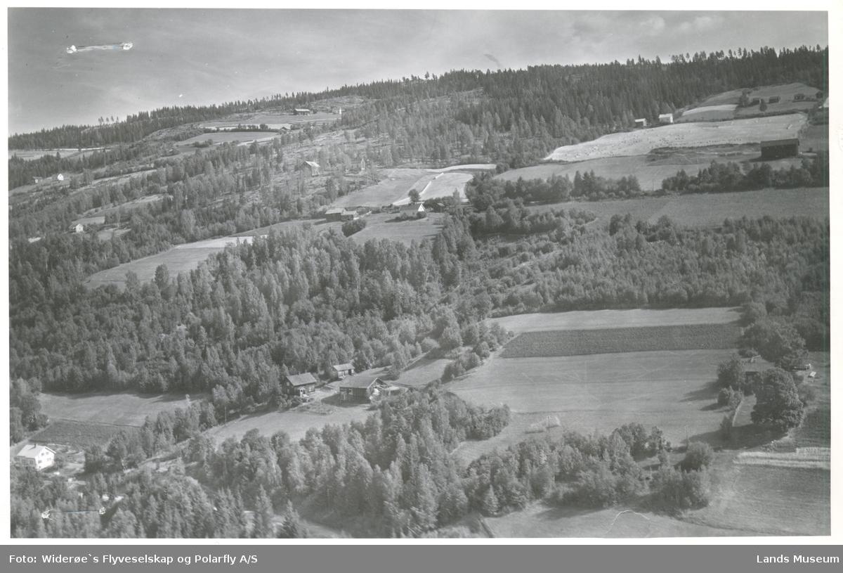 Nordengen, Enger, Hov