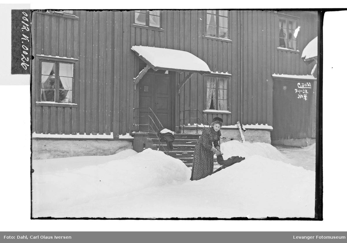 Lil soper sne i gården