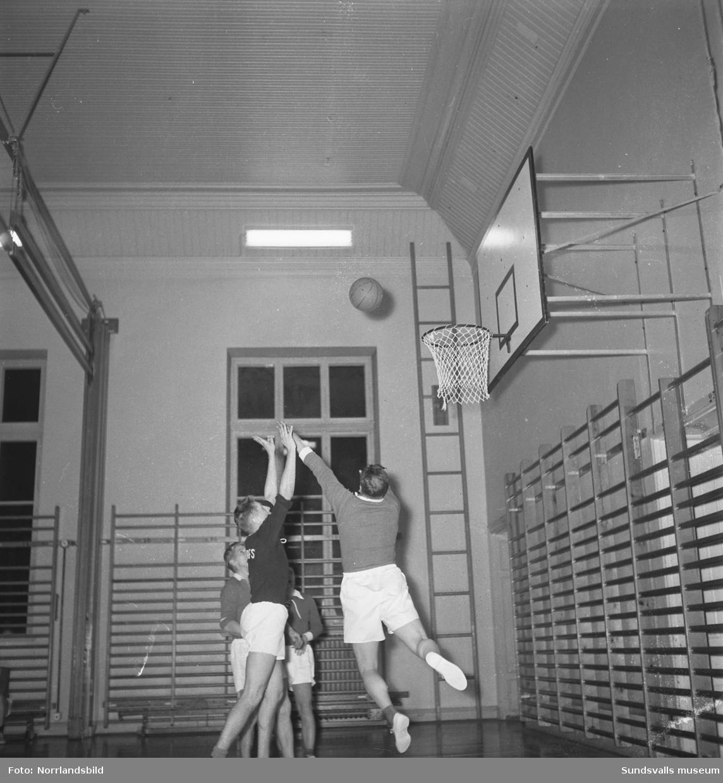 Korp-basket i läroverkets gymnastiksal (Hedbergska).
