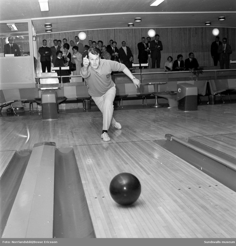 Bowling-SM i sporthallen. Fotograferat för Dagens Nyheter.