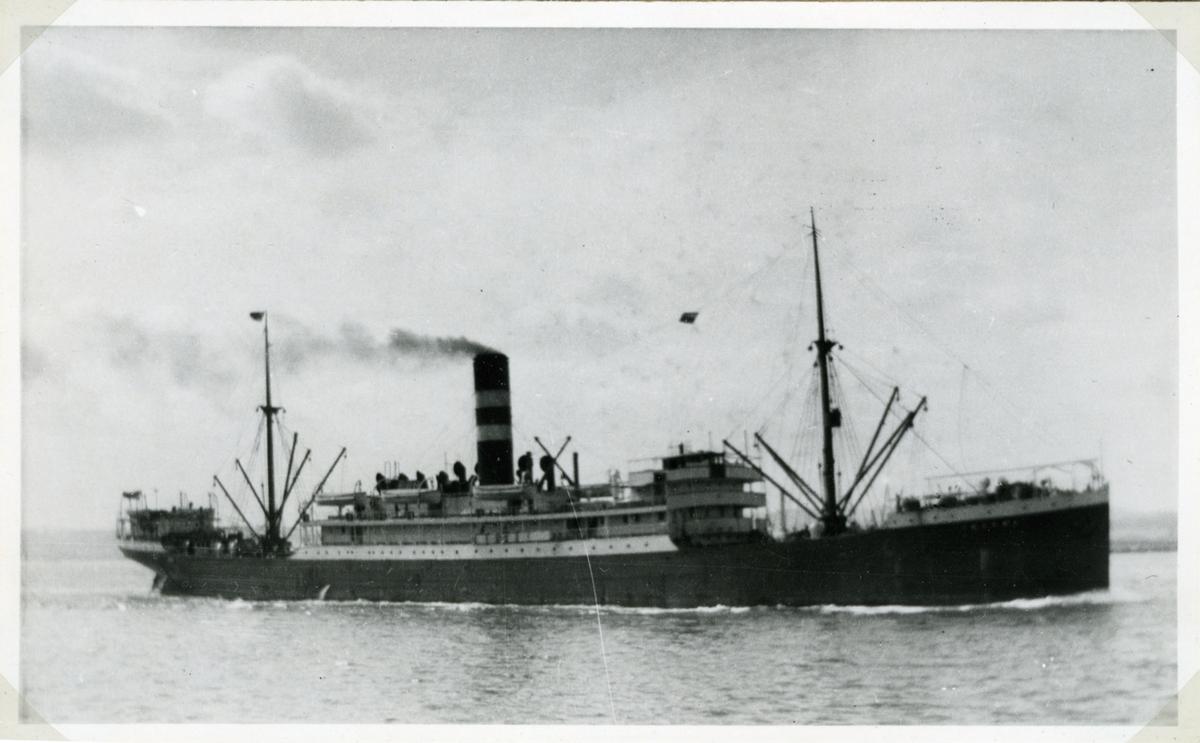 Fartyg: INGOMA                         Bredd över allt 15,9 meter Längd över allt 122,1 (pp) meter Reg. Nr.: 135475 Rederi: Charente SS Co Ltd Varv: Henderson, Meadowside (UK) Övrigt: Byggdes som Ingoma, blev 1937 San Giovanni Battista. Flygbombades 1942-01-31 vid 33.47N/12.17E. Det sänktes sedan 1943-01-19 av den egna besättningen nära Tripoli.