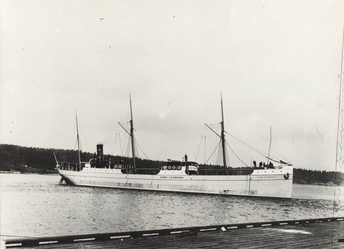 Tankångfartyget GANI USEJNOFF av Baku utanför Finnboda Varv i Stockholm.