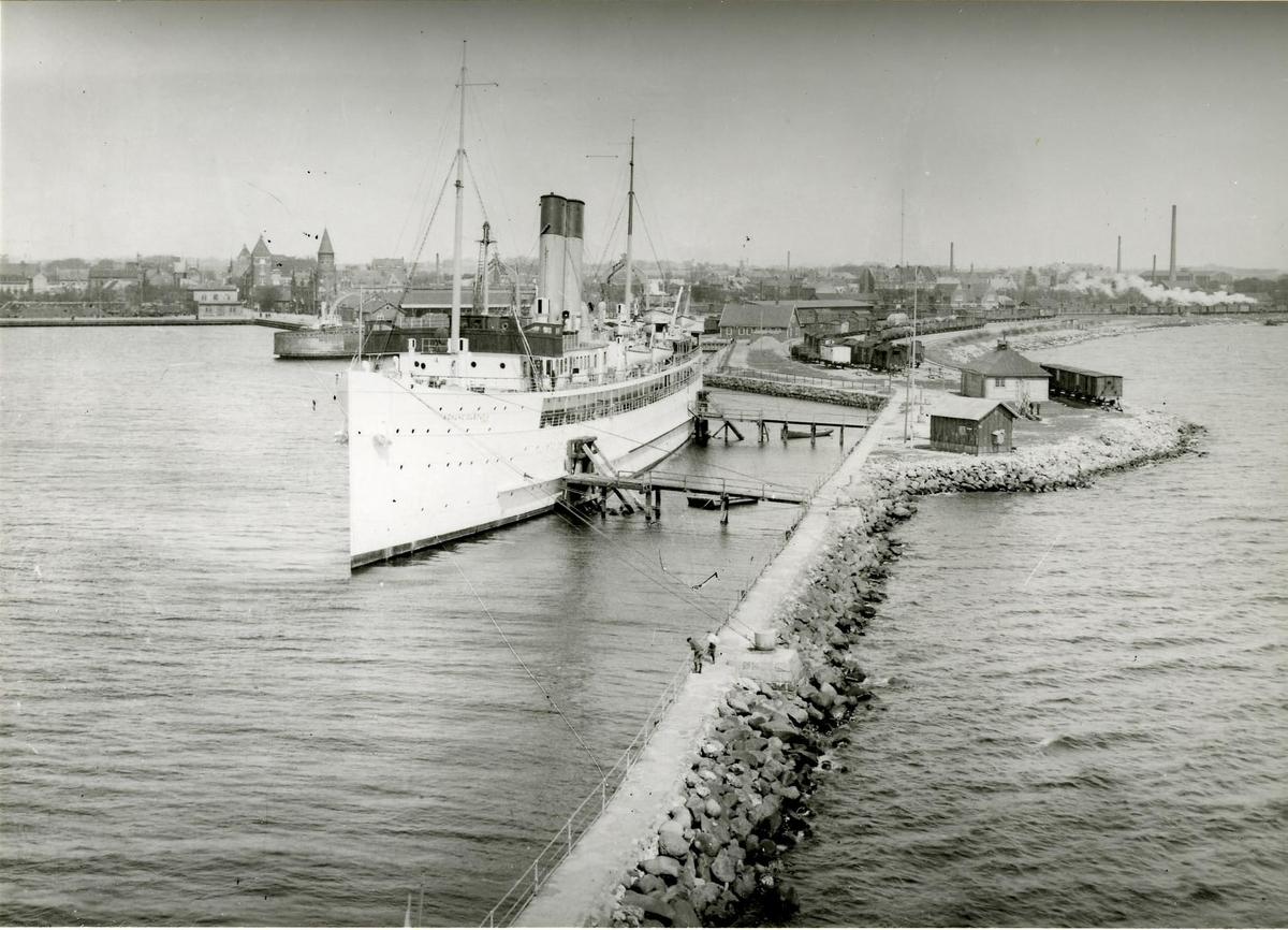 Trelleborgs hamn med Sassnitzfärjan Konung Gustaf V.