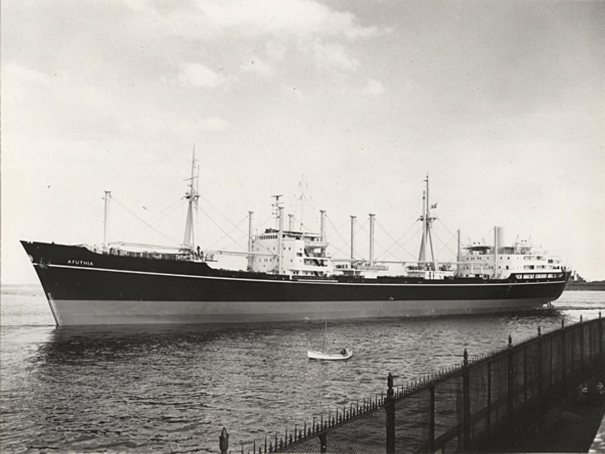 Lastmotorfartyget AYUTHIA.