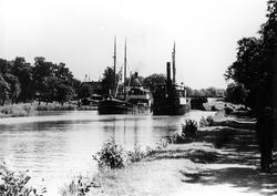 Fartygsmöte mellan JOHN ERICSSON och BJÖRN på Göta kanal vid