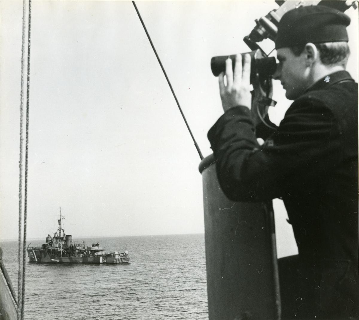 Utkik ombord på en minsvepare i april 1945.