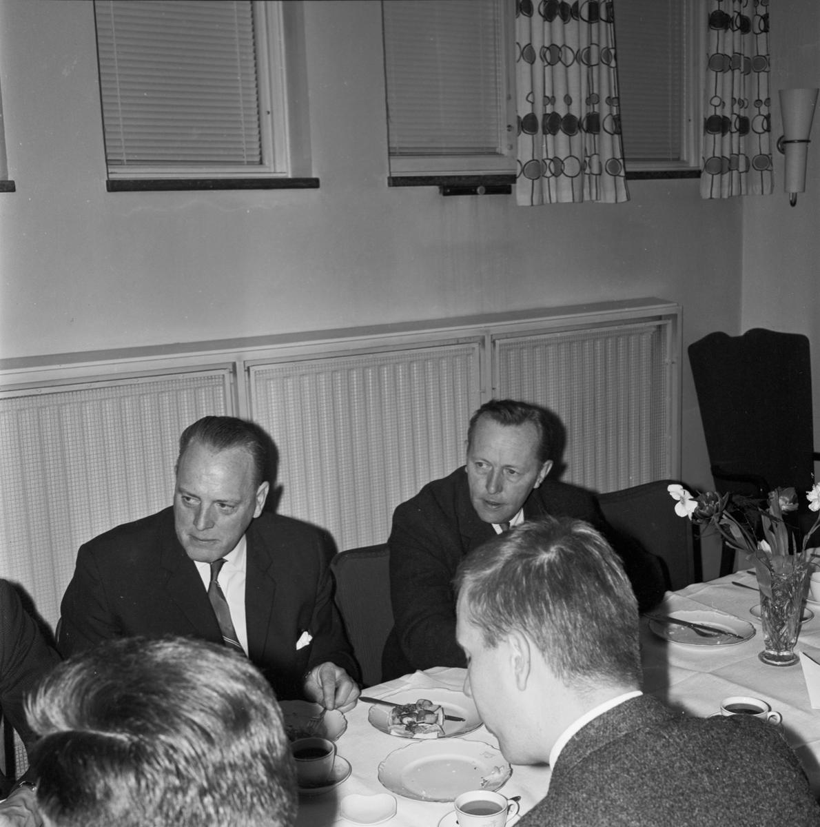 Övrigt: Foto datum: 27/4 1964 Verkstäder och personal. MTM-träff i FCTF:s lokaler