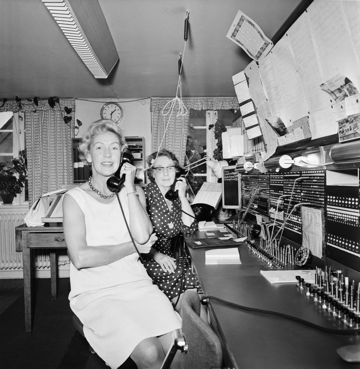 Övrigt: Foto datum: 1/9 1964 Verkstäder och personal. Telefonväxel personal