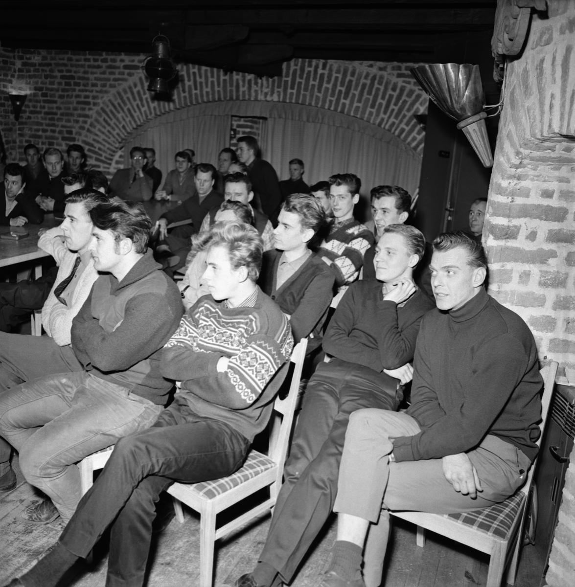 Övrigt: Foto datum: 15/1 1965 Verkstäder och personal. Kurs i gamla mastkranen (Lismark)