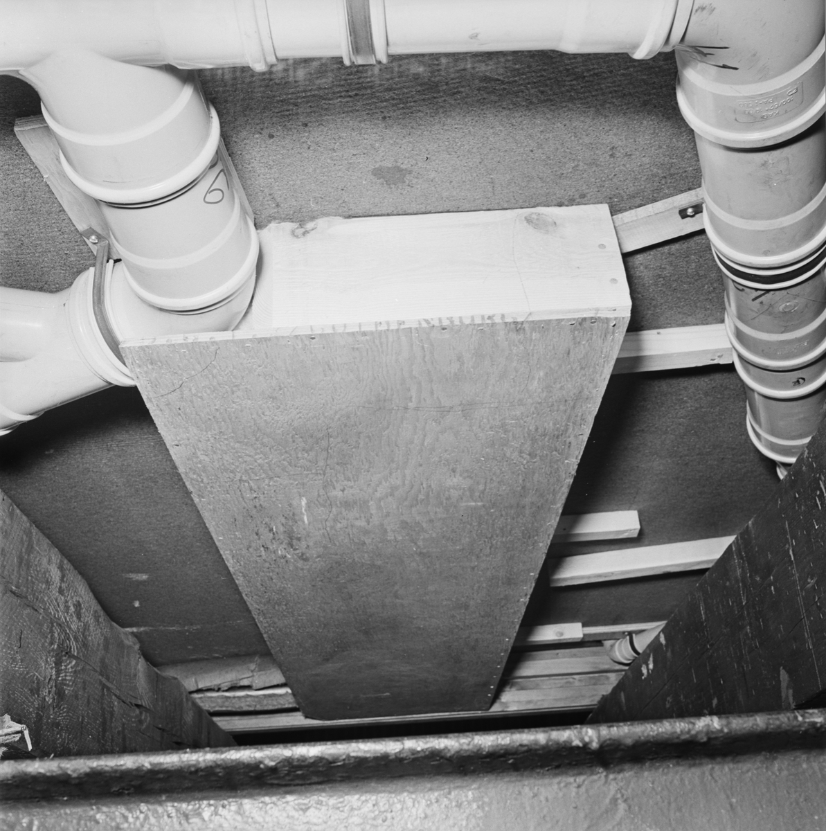 Övrigt: Foto datum: 1/12 1965 Byggnader och kranar Provelement. Närmast identisk bild: V33733, ej skannad