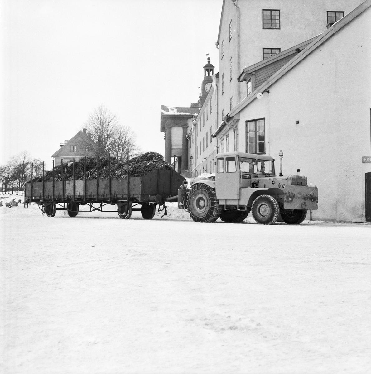 Övrigt: Foto datum: 3/3 1956 Byggnader och kranar Järnvägstransport