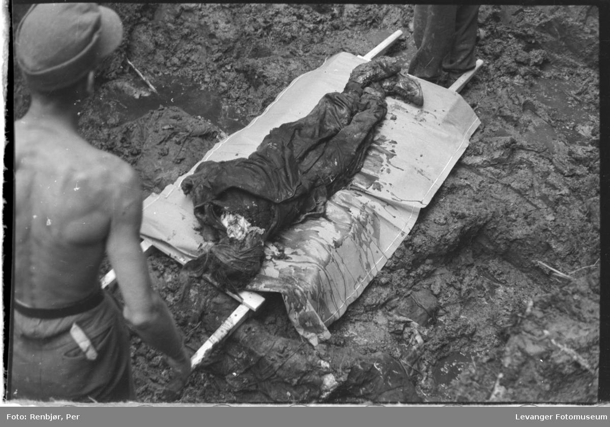 Åpning av graver i krigsfangeleiren på Falstad. Falstadskogen var henrettelsesplass og gravsted.