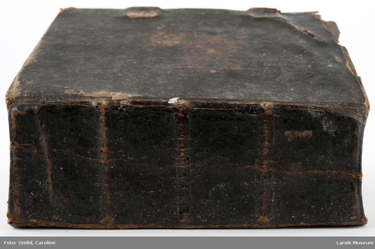 Innbundet bok m 1 lærrem-lukning intakt 400 paginerte sider + tillegg Børnesanger. Om det evige Liff ... osv. Anders Olsen Sødre Lunde ... overs. 1650, 2. utg. Helsingør 1640, Div. tilegnelser