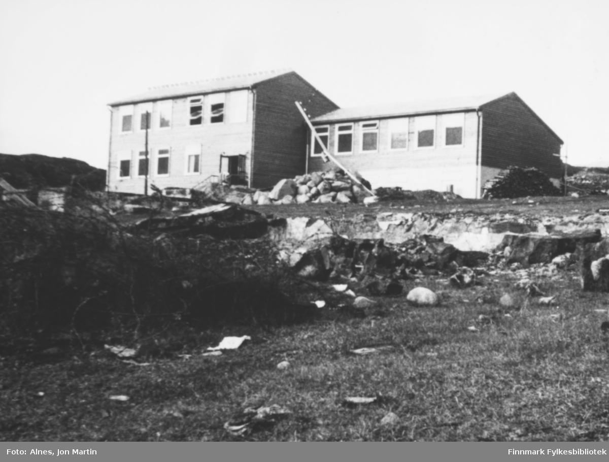 Den nye barneskolen i Øksfjord, høsten 1953