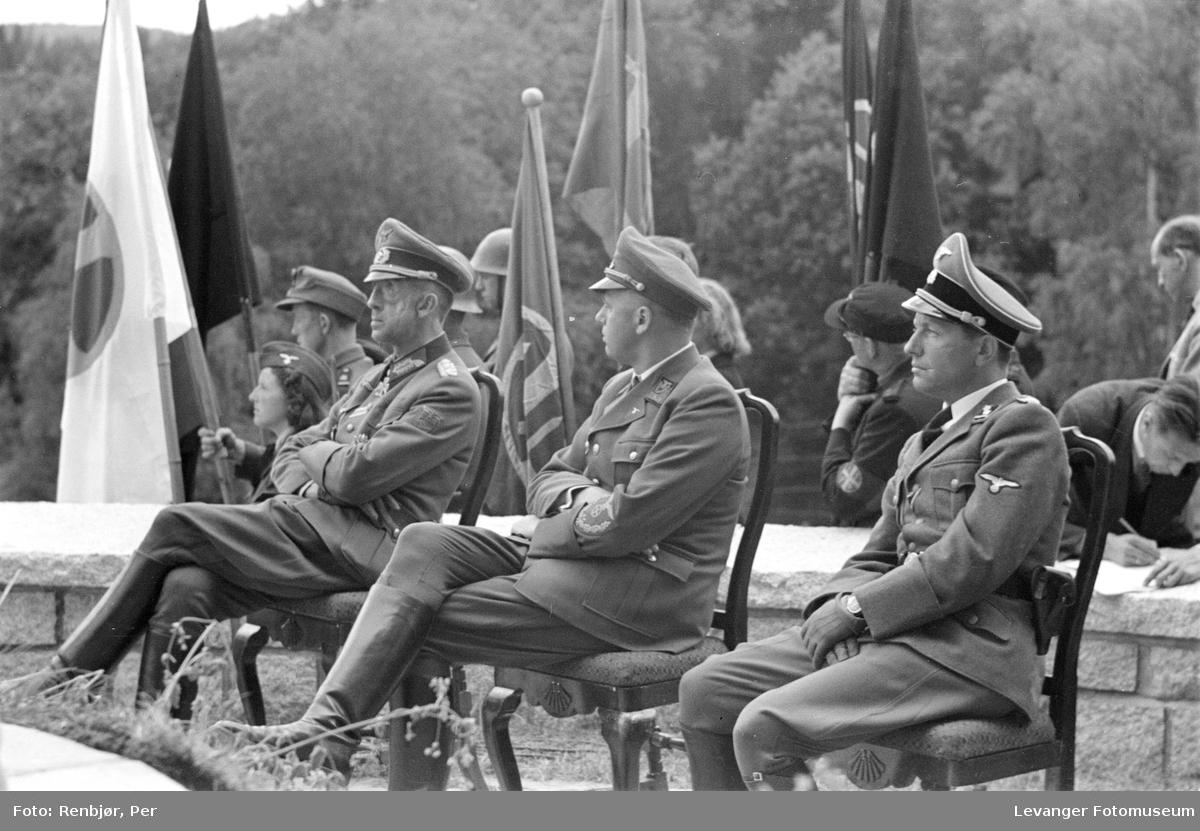 Fra Nasjonal Samlings stevne, riksmøte, på Stiklestad 1944. Høyere tyske offiserer.