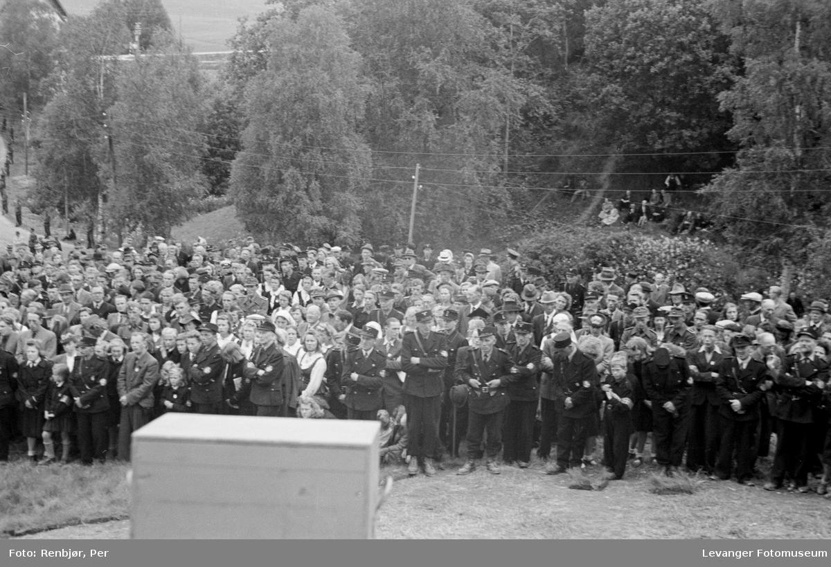 Hird, barne- og ungdomshird og framøtte.Fra Nasjonal Samlings stevne, riksmøte, på Stiklestad 1944.