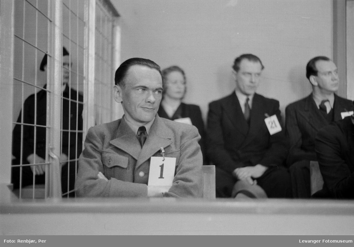 """Rinnansaken. Henry Rinnan agent for  Sonderabteilung Lola, """"Rinnanbanden"""" på tiltalebenken."""