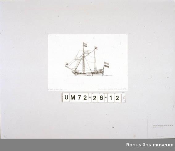 """Montering/ram: Passepartout av tunn grå kartong; 55 x 66 cm, Holländsk """"Statenjacht"""" till nytta och ståt för officiellt och enskilt bruk. Övrig historik se UM72.26.001."""
