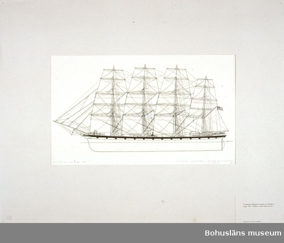 Montering/ram: Passepartout av tunn grå kartong; 55 x 66 cm, Fyrmastade fullriggaren County of Linlithgow, byggd 1887 i Glasgow, 2200 bruttoregisterton. Övrig historik se UM72.26.001.