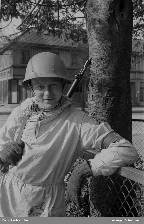 Ukjent vaktmann i Trondheim sentrum, maidagene 1945