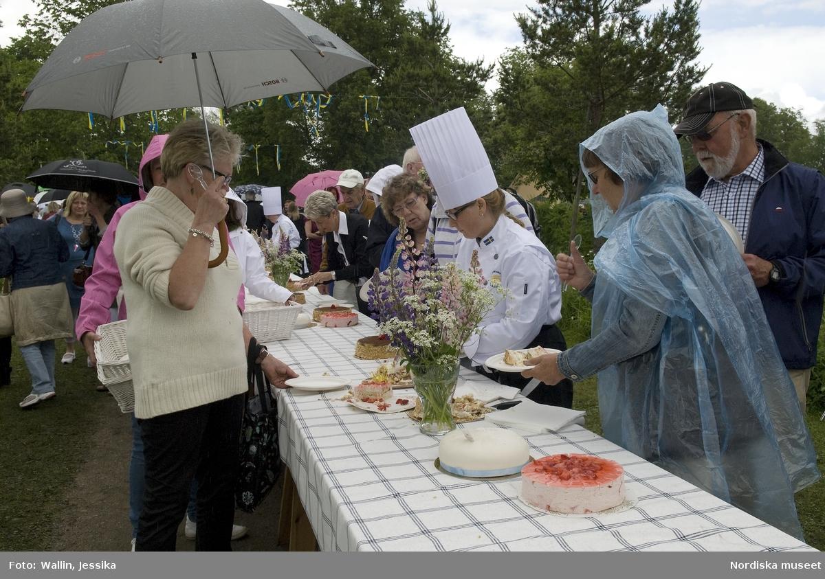 Firande av kronprinsessbröllopet 19 juni 2010, Ockelbo. Tårtbuffé.