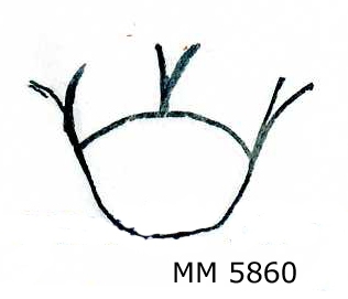 Kronstämpel med träskaft. Från 1800-talet. I ena änden försedd med krona avsedd för märkning av frövirke. Den andra änden utslagen och böjd runt träskaftet och fästad med en spik i detta. Märkt med kattfot (kronstämpel).