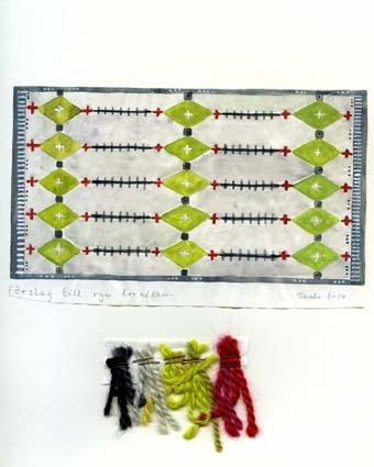 """Tre förslag (på två ark) till rya.GHKL 4113:1Två skisser med förslag till rya 1,00 x 1,80 m, """"Livsträd"""" och en ej namngiven. Skisstorlek 10 x 18 cm, skala 1:10GHKL 4113:2Förslag till rya 1,00 x 1,80 m. Skisstorlek 10 x 18 cm, skisstorlek 1:10Troligen är de tänkta som kyrklig textil då skisserna förvarats bland övriga kyrkliga skisser.BAKGRUNDHemslöjden i Kronobergs län är en ideell förening bildad 1990. Den ideella föreningen ersatte Kronobergs läns hemslöjdsförening bildad 1915.Kronobergs läns hemslöjdsförening hade butiksverksamhet och en vävateljé med anställda väverskor och formgivare där man vävde på beställning till offentliga miljöer, privatpersoner och till olika utställningar.Hemslöjden i Kronobergs län har idag ett arkiv med drygt 3000 föremål, mönster och skisser från verksamheten och från länet. 1950-talet var de stora beställningarnas tid och många skisser och mattor till kyrkorna kom till under detta årtionde."""