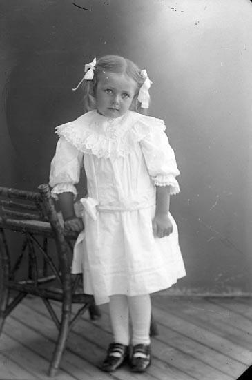 """Enligt fotografens journal nr 2 1909-1915: """"Andersson, Albin Myggenäs, Hjälteby""""."""