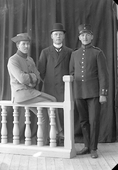 """Enligt fotografens journal nr 2 1909-1915: """"Furustam Herr Stationen J-da""""."""