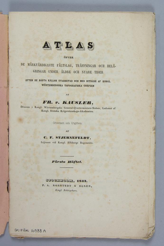 """Bok, pappersband: """"Atlas öfver de märkvärdigaste fältslag, träffningar och beläggningar under äldre och nyare krig"""", volym 1.  Häftad och oskuren i tryckt rosa omslag."""