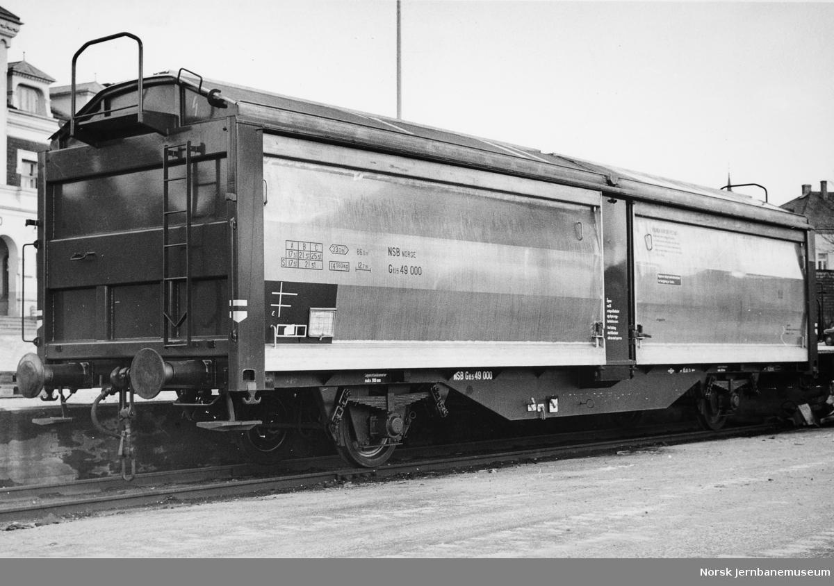 NSB godsvogn med skyvevegger og -tak litra Gtl5 nr. 49500