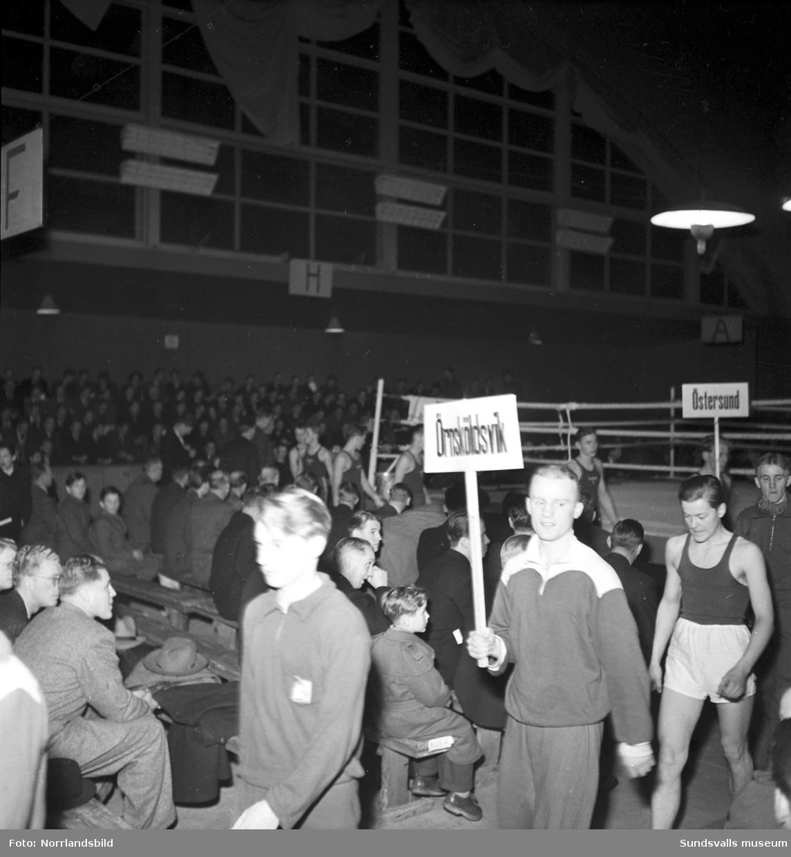 Boxningstävlingar i tennishallen.