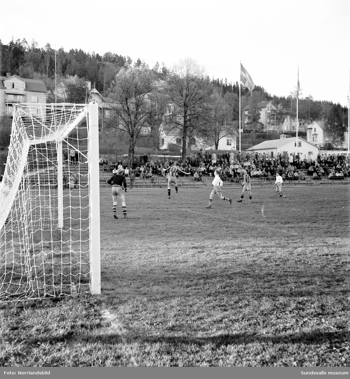 Fotbollsmatch i Idrottsparken, Kuben-Älgarna.