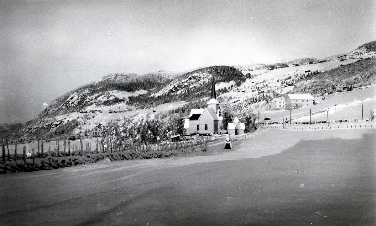 Aurdal kirke i vinterlandskap