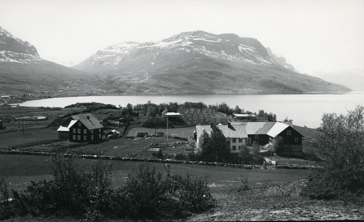 Gårdsbebyggelse ved Vangsmjøsa. Søndrol-gårder