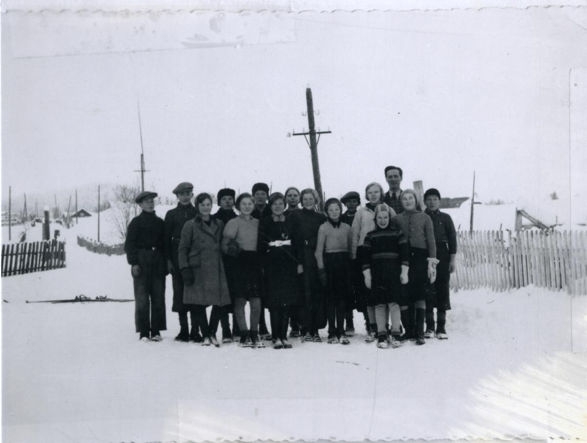 Gruppebilde av 4.klasse ved Volbu skole, Øystre Slidre