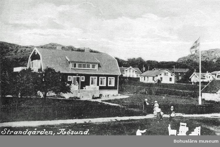 """Text på kortet:"""" Strandgården, Nösund""""."""