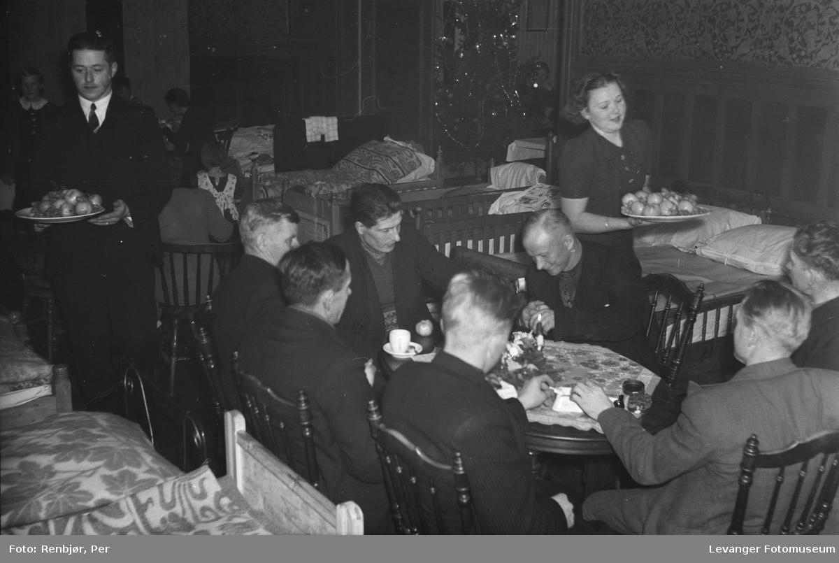 Finske flyktninger i Levanger julaften 1939, på Håndverkerforeningen.