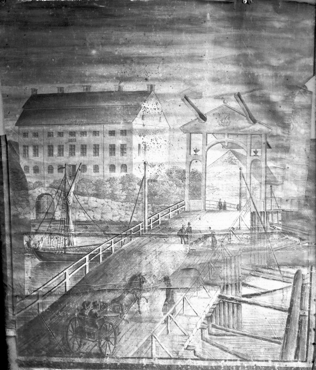 Vindbryggan över sundet med residenset i bakgrunden. Efter en gammal målad rullgardin.  Vänersborg