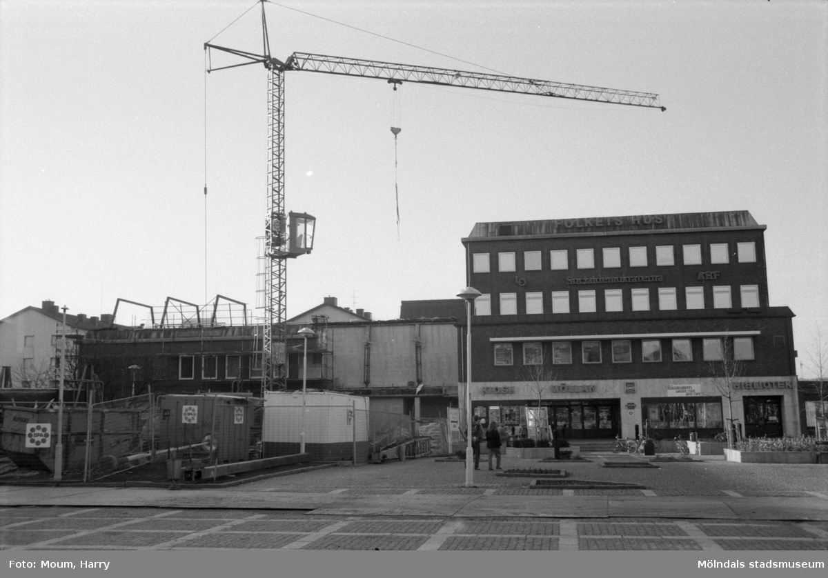 Om- och tillbyggnad av Folkets Hus i Mölndal, år 1985.  För mer information om bilden se under tilläggsinformation.