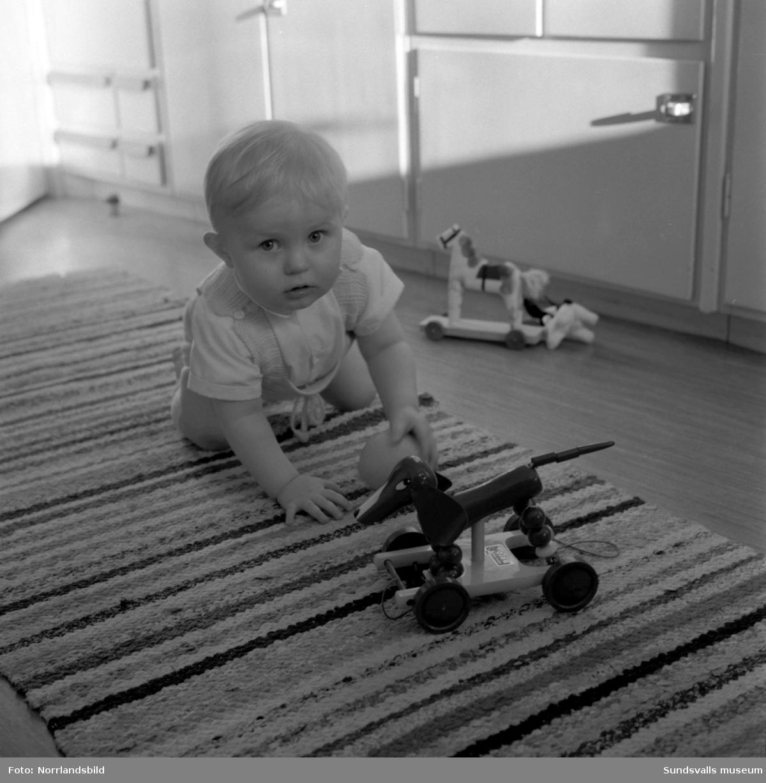 Familjen Svensson i Vinkeltået. Reportagebilder för ICA-Kuriren.