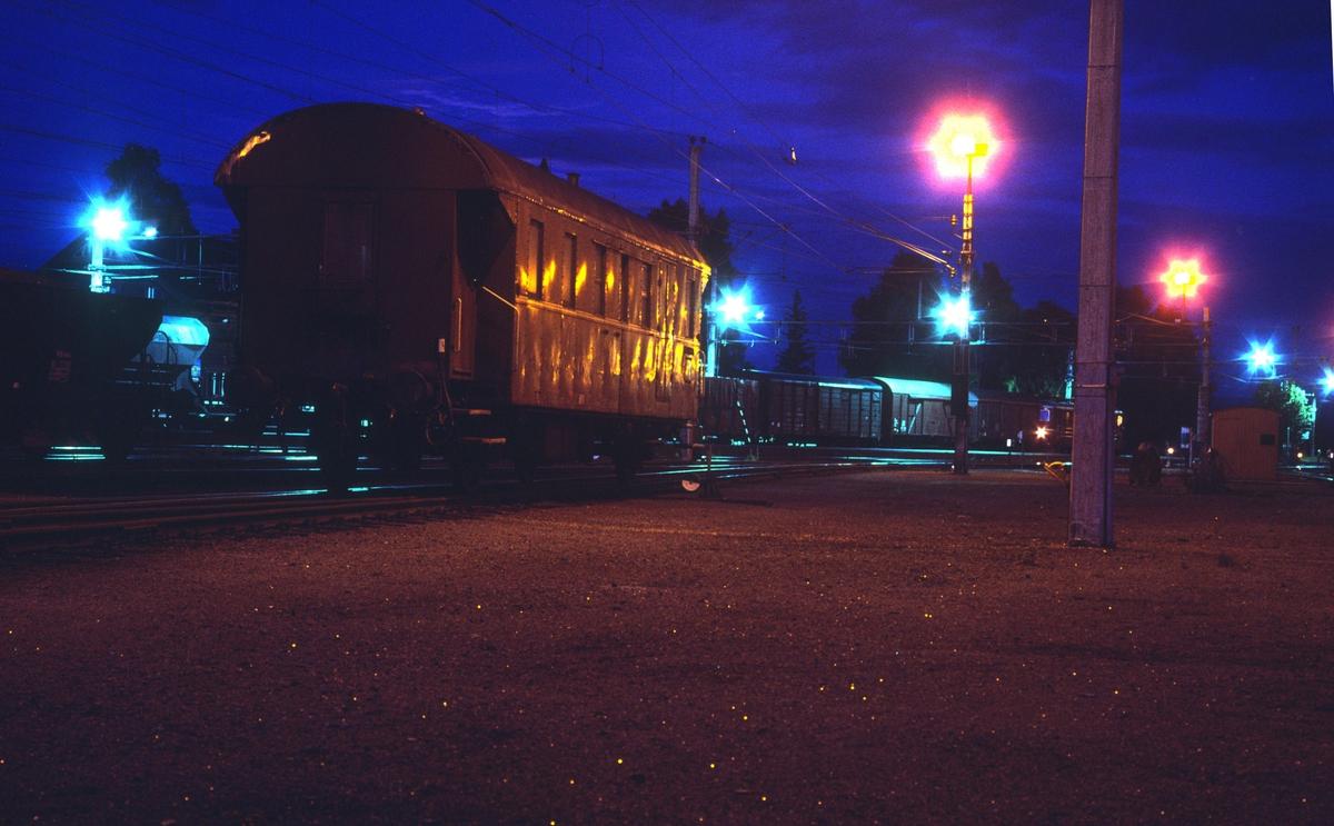 Konduktørvognen, type BFV1, til Valdresbanens godstog på Eina stasjon.