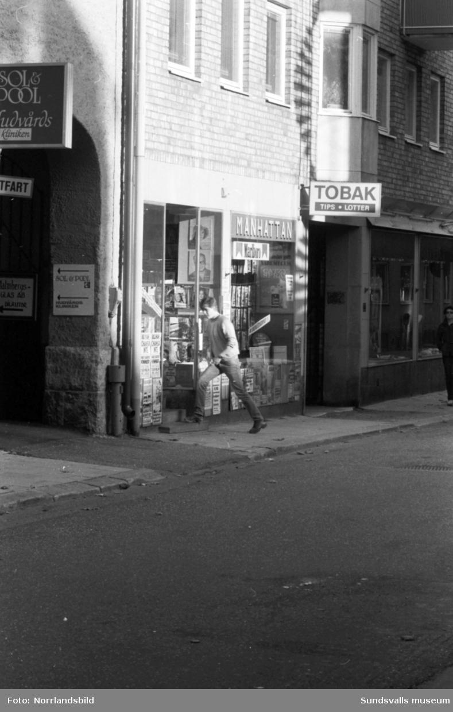 Manhattan spel- och tobaksbutik på Thulegatan 10.
