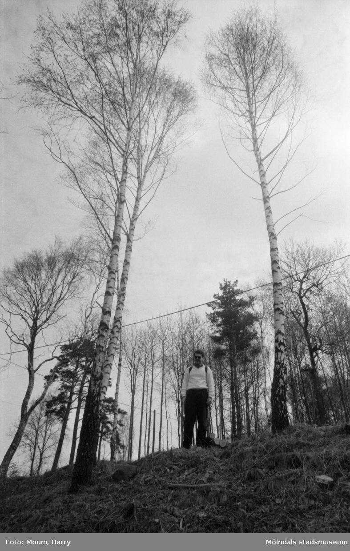 Kållereds hembygdsförening anordnar sockenvandring runt Tulebosjön i Kållered, år 1985.  För mer information om bilden se under tilläggsinformation.