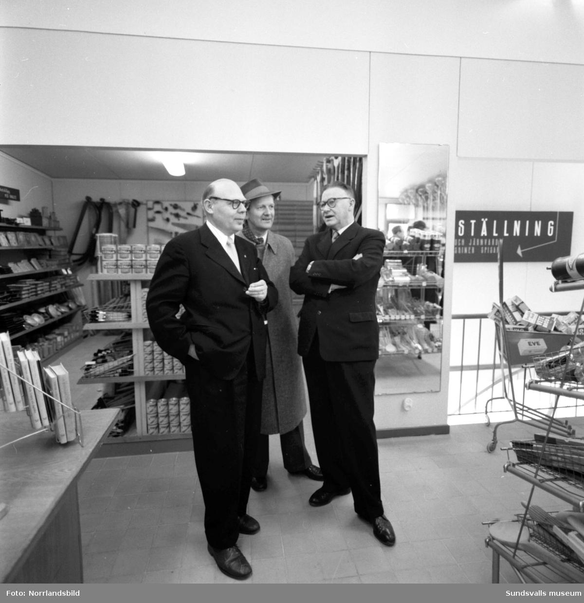 Invigning av Konsums nya snabbköp vid Travbanevägen i Bergsåker.