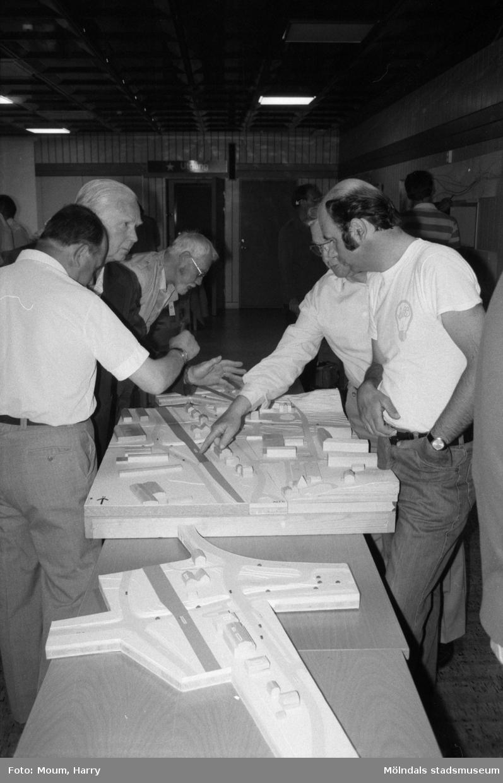 Planering för trafikomläggning i Kållered, år 1985.  För mer information om bilden se under tilläggsinformation.