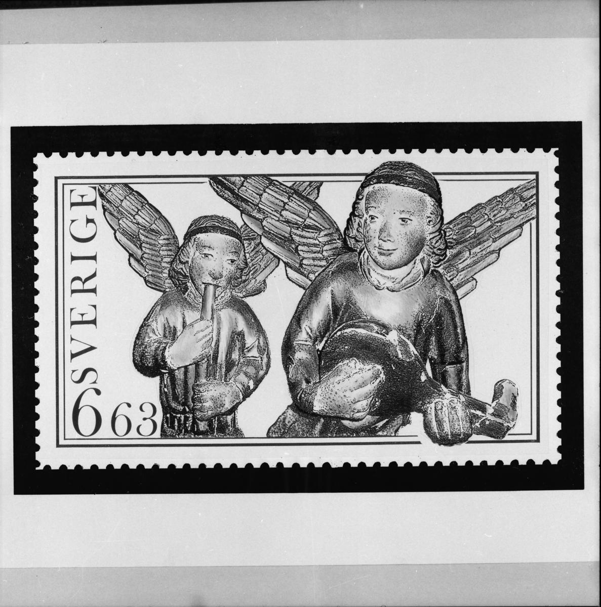 """Original till frimärket """"Musicerande änglar"""" från ett altarskåp i Litslena kyrka och frimärksutgåvan Utrikes julpost,  1997."""
