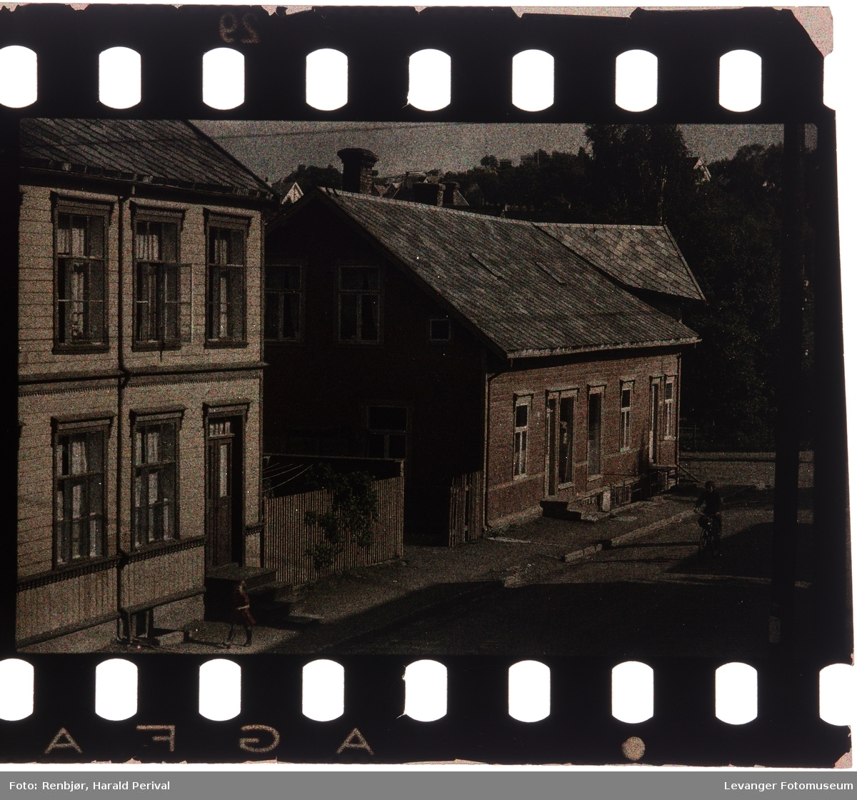 Brugata fotografert fra vinduet i Renbjørgården.