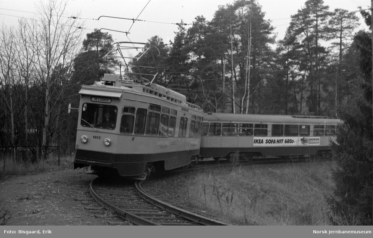 Ekebergbanens motorvogn nr. 1013 med tilhengervogn 1047 på Ljabru